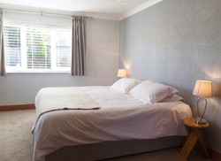 En suite large bedroom with single beds