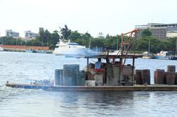 蚵農的海上竹筏