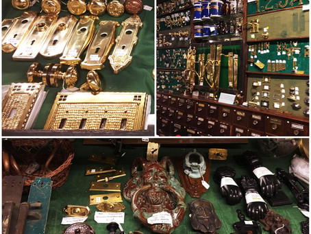 We are specialized in selling hardware in an antique style. Come to the store to see our collection!