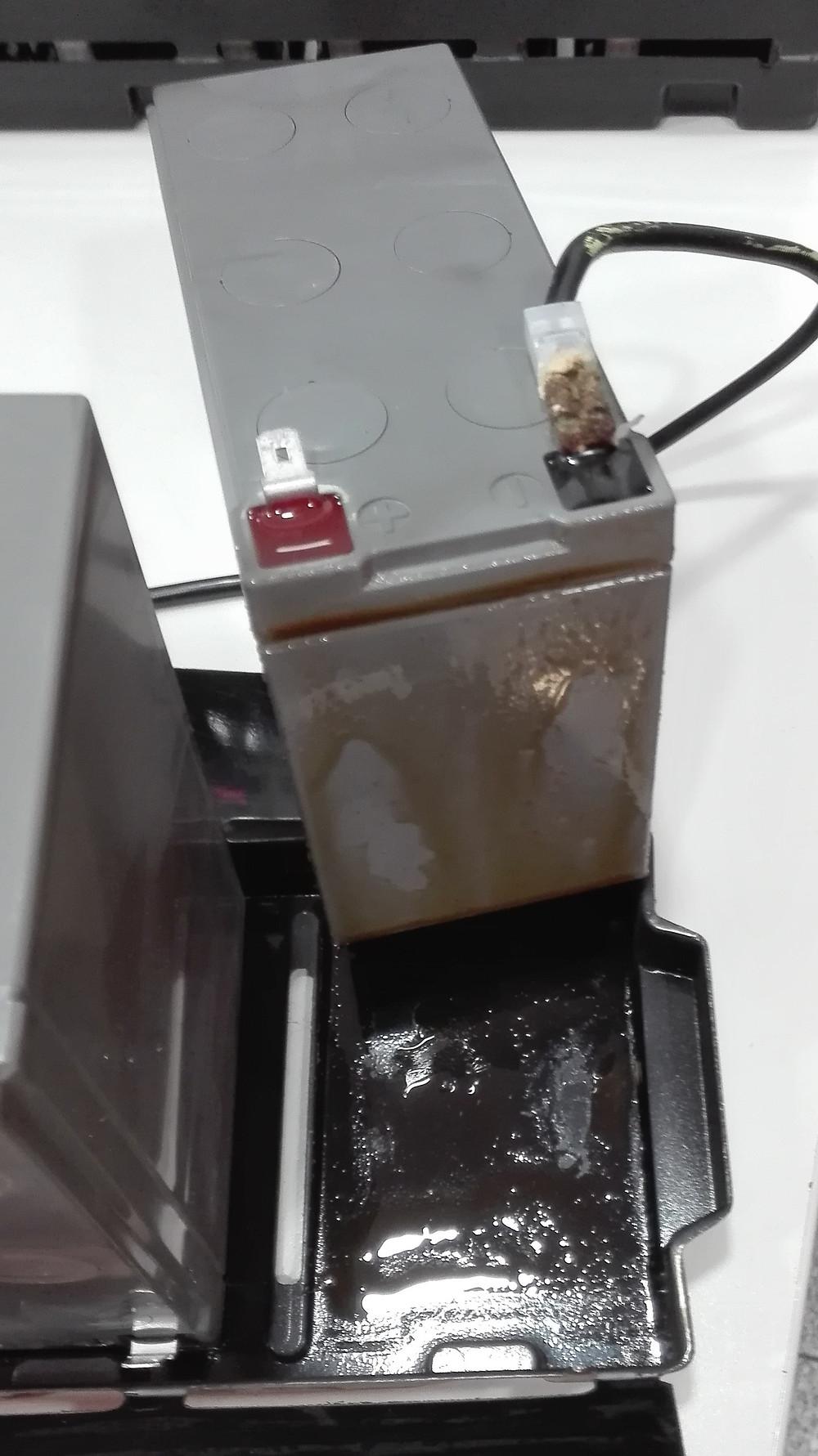 Batería con derrame de electrolito