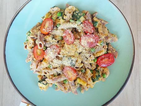 Vegan pasta met homemade pesto hummus