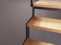 Dettaglio scala metallo e legno