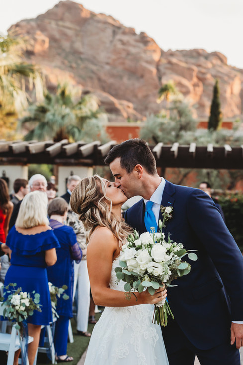 Arizona resort wedding in Scottsdale with stunning views of camelback mountain. Omni montelucia wedding. Christina J Photography.