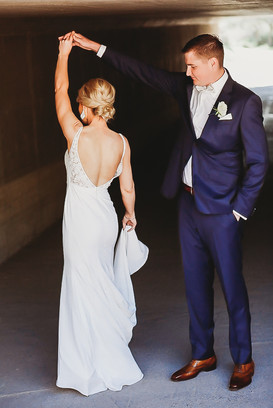 Arizona wedding photographer. Bride and groom at countryclub wedding in Arizona