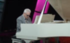 Pianist, Duncan Holmes