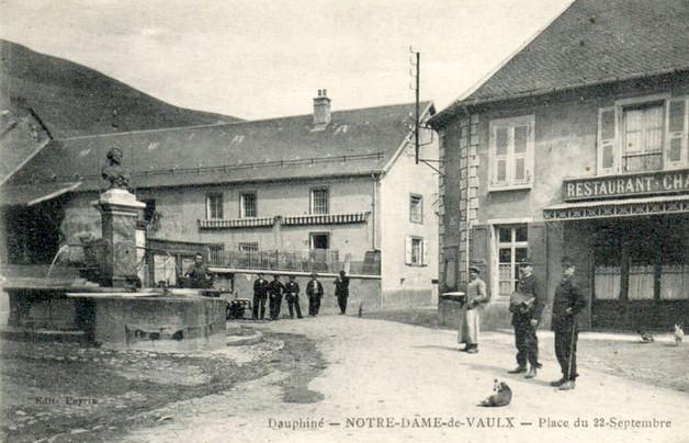 1391260733-NotreDameVaulx-place2.jpg