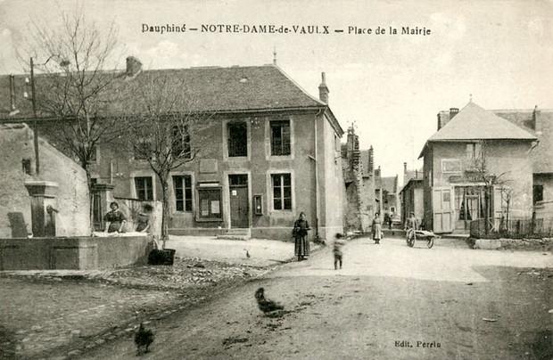 1391260663-NotreDameVaulx-place1.jpg