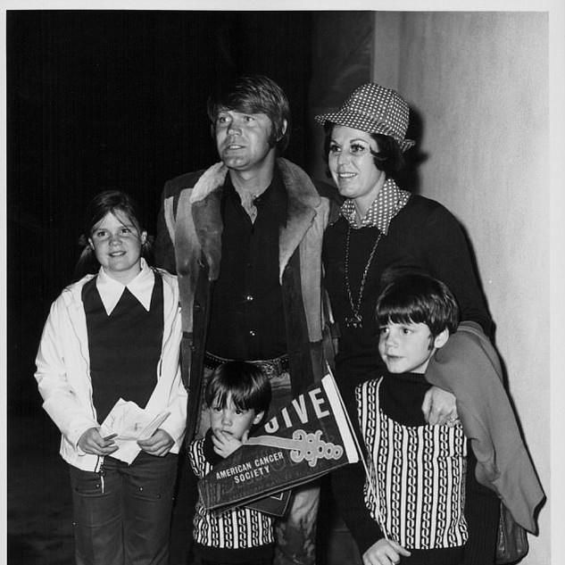 Glen & Billie Jean with family