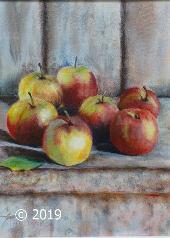 Apples on the Shelf