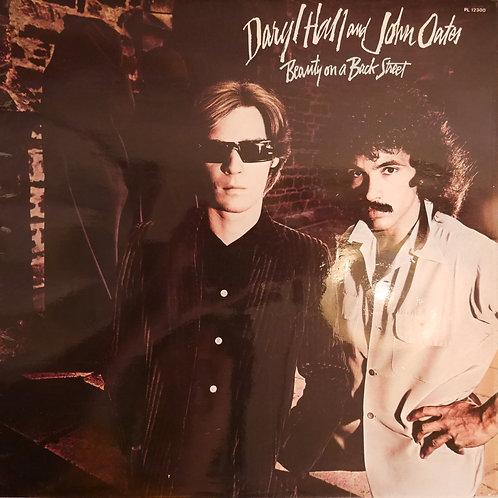 DARYL HALL AND JOHN OATES / BEAUTY ON A BACK STREET