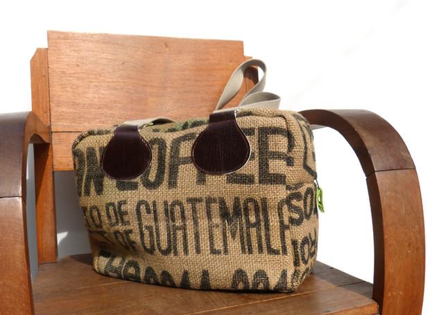 Le sac en toile de jute, by Zézé & Lili