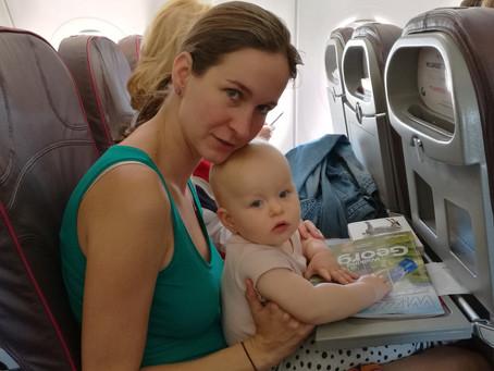 Jak zabavit dítě na cestách? Jak na bolení oušek v letadle?