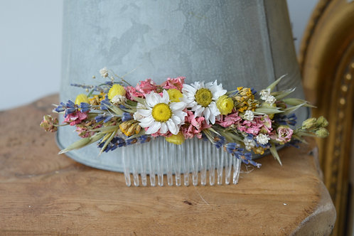 Vibrant Dainty Flower Comb