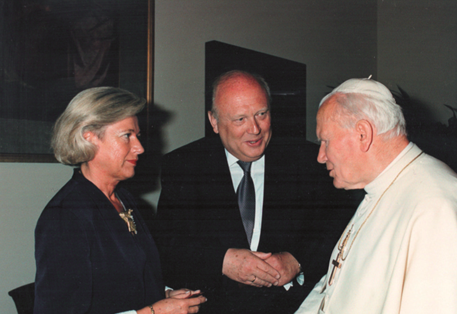Seine Heiligkeit Johannes Paul II und das Ehepaar Gruhn bei der Privataudienz