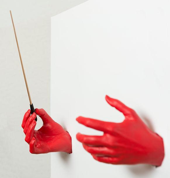 SWISS SYMPHONY SUISSE SYMPHONIE MAIN ROUGE BAGUETTE CHEF D'ORCHESTRE HAND RED ORCHESTRA
