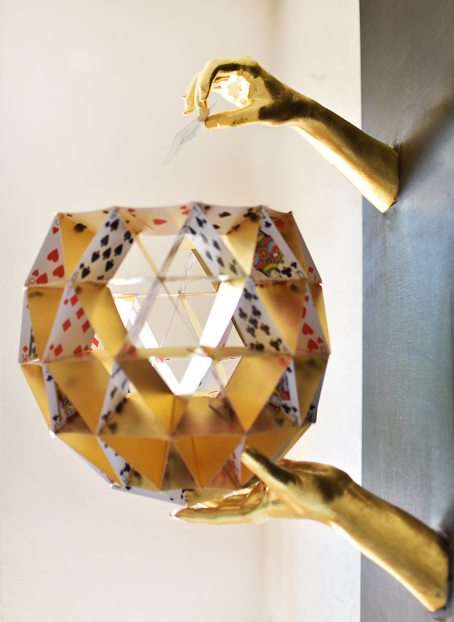 PATIENCE MAIN MADINE OR CARTE DE JEU HAND OEUVRE ART ARTWORKS GOLD CARD