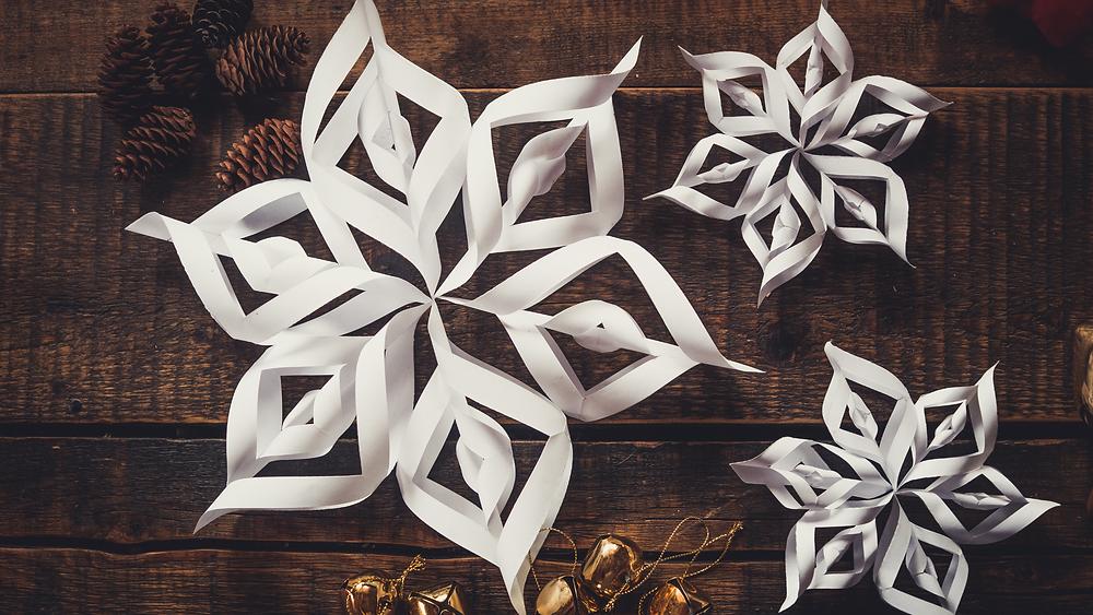 Weihnachtliche Deko aus Papier basteln