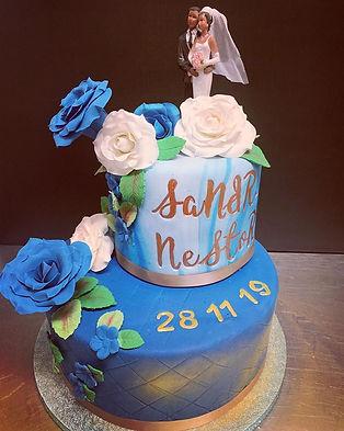 weddin_cake_bleu_et_doré_2.jpg