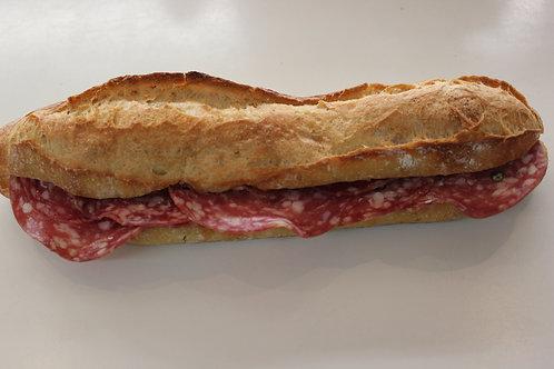 Sandwich beurre cornichons (saucisson, jambon blanc, pays...)