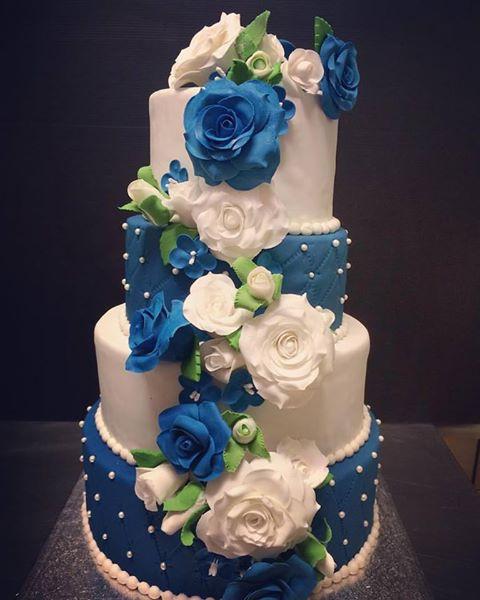 Wedding Cake bleu et blanc.jpg