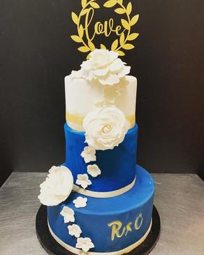weddin_cake_bleu_et_doré.jpg
