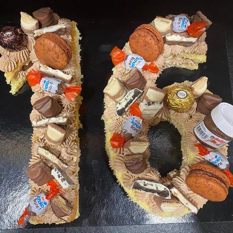 Number cake Kinder Bueno.jpg