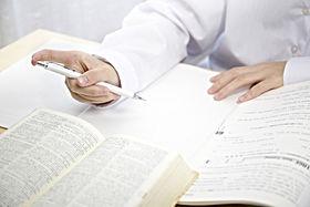 勉強する女子学生 (2).jpg