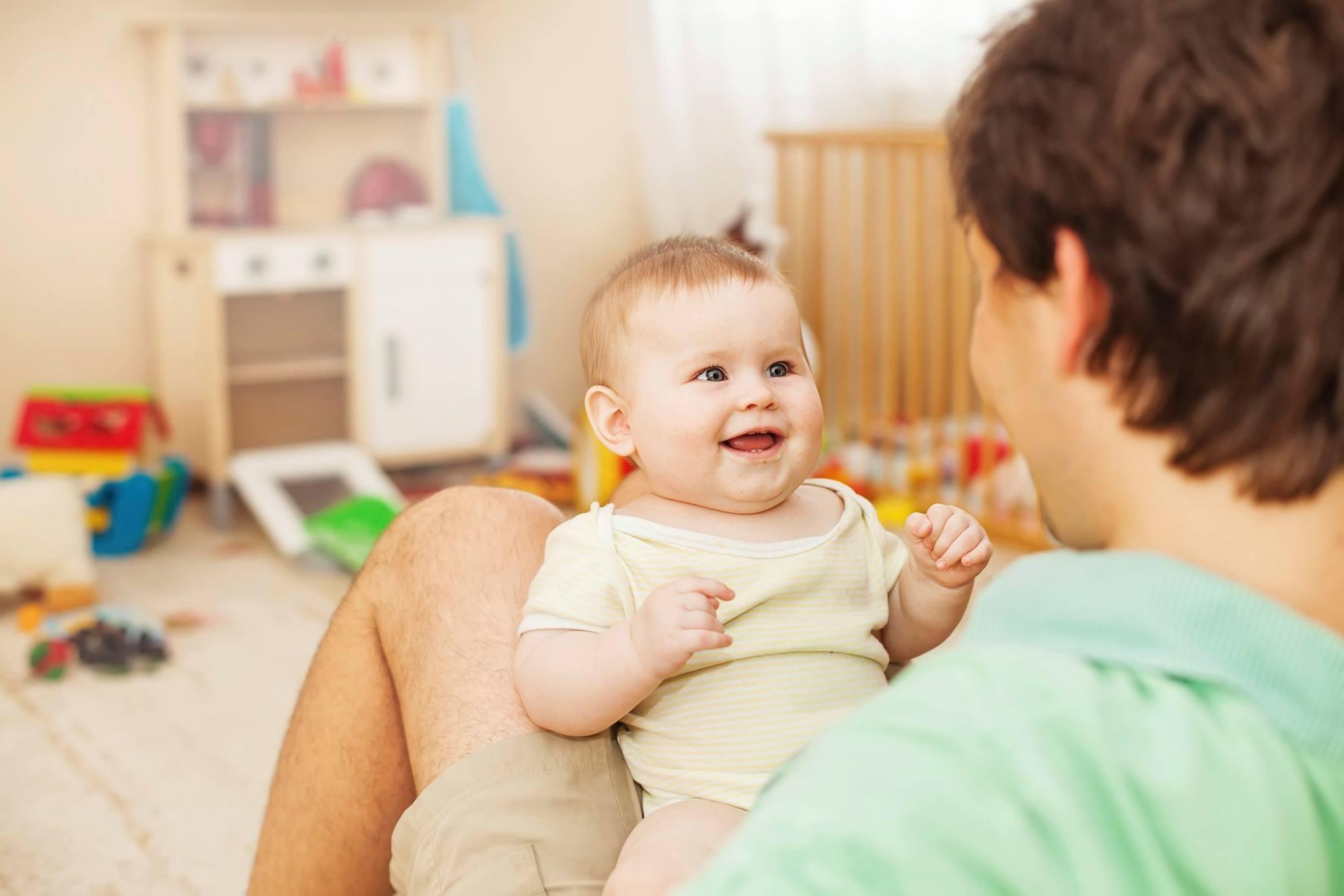 איך תינוקות מתחילים לדבר