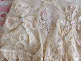 19世紀リボン&ローズモチーフのドレス裾