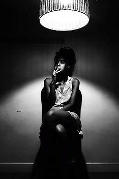 """Cineasta, roteirista, antropóloga e curadora independente. Formou-se em Antropologia, com ênfase em Antropologia da Arte e da Cultura pela PUC-RIO e estudou cinema nas escolas Darcy Ribeiro, Escola Livre de Cinema de Nova Iguaçu, Cinema Nosso, AIC - Academia Internacional de Cinema, dentre outras. Cursou artes visuais na Escola de Artes Visuais do Parque Lage. Dirigiu e roteirizou os filmes """"Eu Preciso Destas Palavras Escrita"""" (2017) filme sobre a vida e obra do artista contemporâneo Arthur Bispo do Rosário; """"Camelôs"""" (2018) filme sobre os vendedores ambulantes da cidade do Rio de Janeiro; """"Guardião dos Caminhos"""" (2019) filme sobre espaço urbano e dimensão do sagrado; """"De um lado do Atlântico"""" (2020) filme idealizado a convite do Instituto Moreira Salles para a chamada IMS Convida; Mãe Celina de Xangô (2020) e Cais (em processo de finalização). É idealizadora e curadora da Mostra de Cinema Narrativas Negras. Projeto voltado à pesquisa e visibilização das filmografias negras. Também exerce as funções de pesquisadora, professora e consultora no campo audiovisual."""