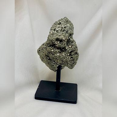 Pedra Pirita com base em ferro.