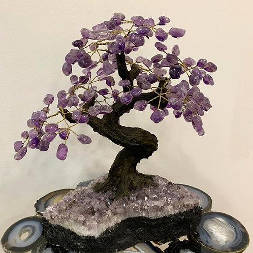 Árvore  em pedra natural.