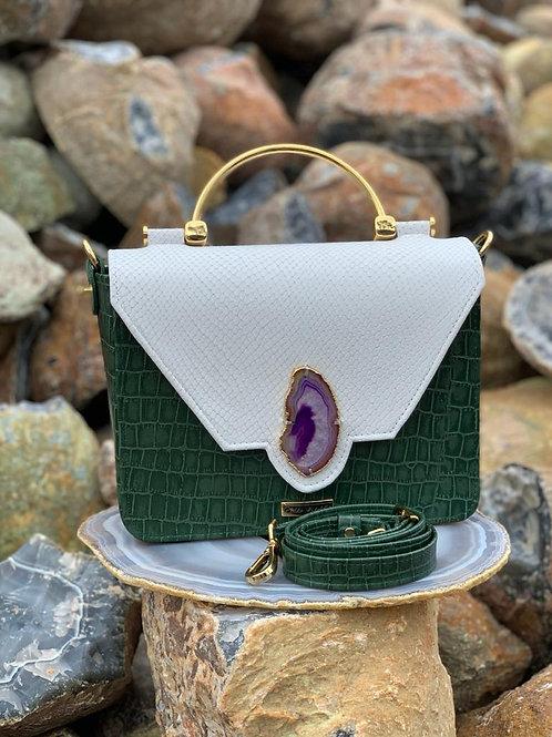 Bolsa em couro com detalhe em chapa de Ágata Roxa.