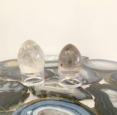 Ovos em Pedra Cristal.