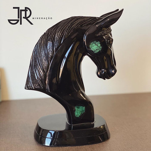 Cavalo em Biotita e Esmeralda