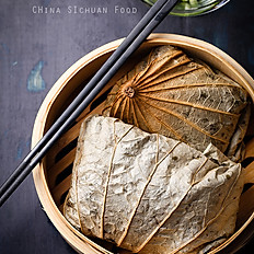 Sticky Rice with Chicken Wrapped in Lotus Leaf 糯米雞