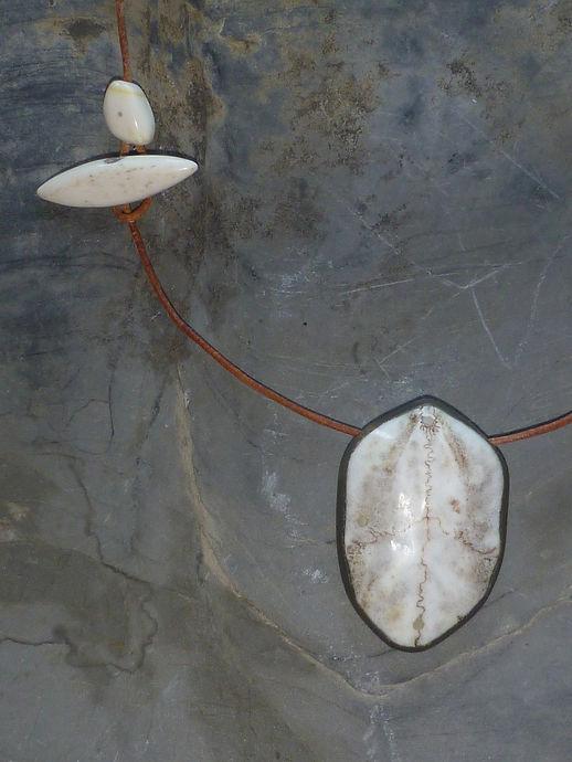 Polarfuchs Amulett, www.tulukkap-anersaava.de / PeterStrauss / bonecarving / Natur /Schamanismus / Amulett / Spiritualität / Kambo / sapo / medicinasagrada / Knochenschnitzerei / Tiergeister / animalspirit / Krafttier / Totem/ Heilung/ schamanisches Amulett/ Kunst/ selfmade / Krafttieramulett