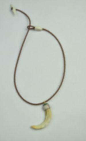 Wildschweinzahn - Amulett von Tulukkap Anersaava