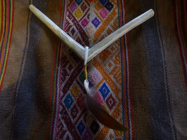 Tepi / Rape / www.tulukkap-anersaava.de / PeterStrauss / bonecarving / Natur /Schamanismus / Amulett / Spiritualität / Kambo / sapo / medicinasagrada / Knochenschnitzerei / Tiergeister / animalspirit / Krafttier / Totem/ Heilung / schamanisches Amulett/ Kunst/ selfmade / Krafttieramulett / spiritueller Schmuck / schamanische Medizin / Naturverbundenheit /Mother Earth /