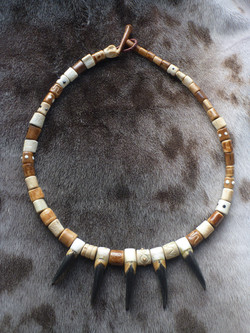 www.tulukkap-anersaava.de / PeterStrauss / bonecarving / Natur /Schamanismus / Amulett / Spiritualit