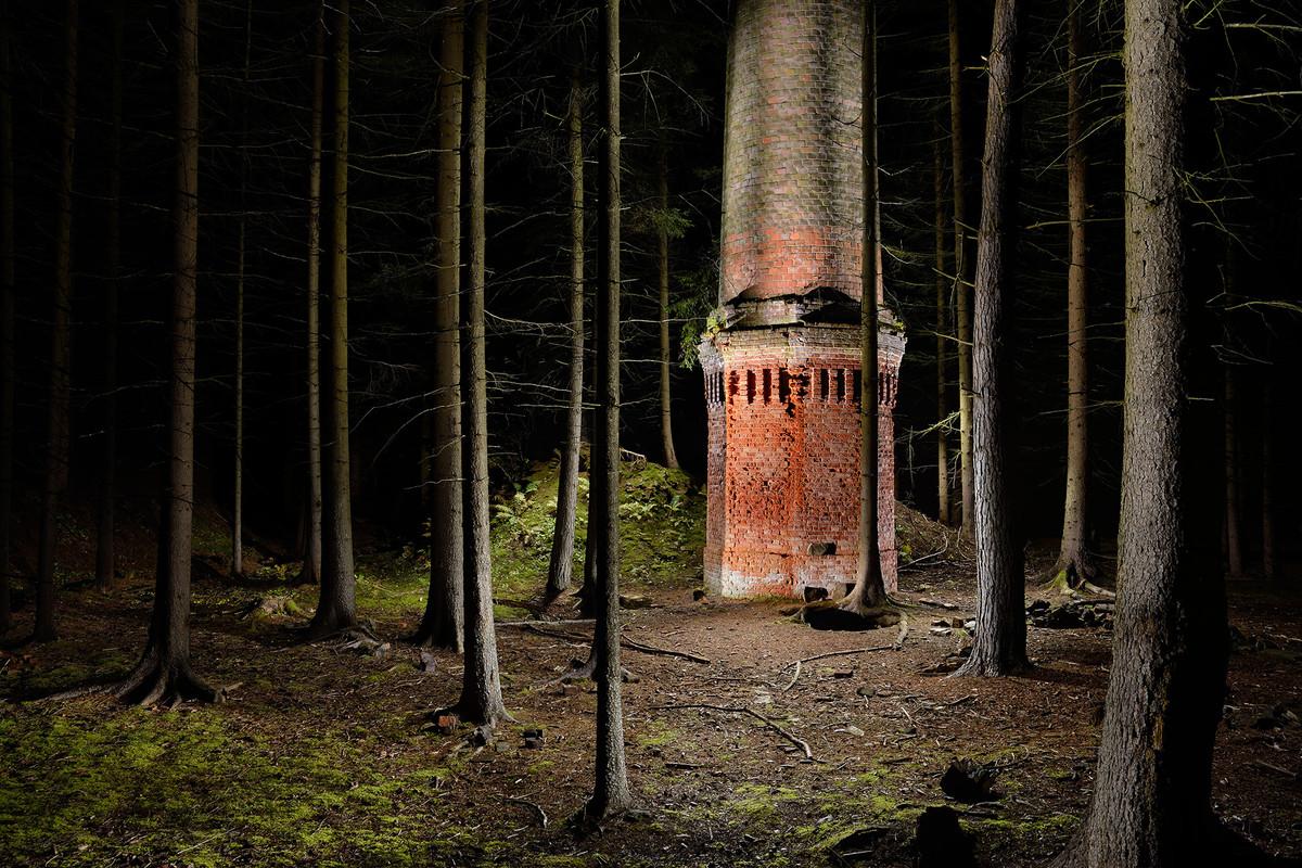 Komín v lese