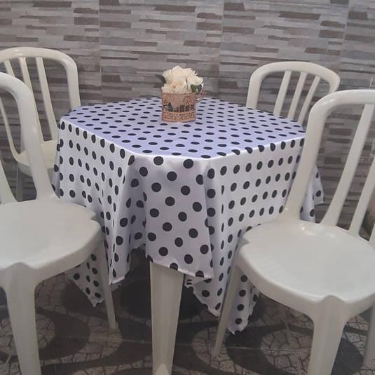 Toalha de Mesa Branca com Bolinhas Pretas