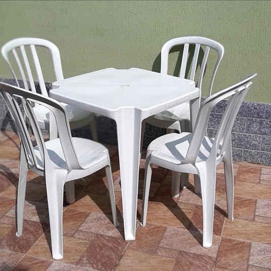 Jogo de Mesa e Cadeiras