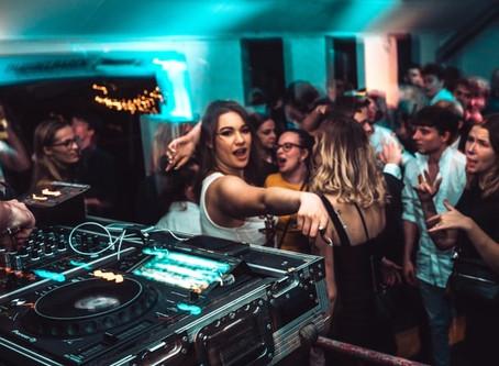 Beziehung mit einem DJ: Fluch oder Segen? Teil 1