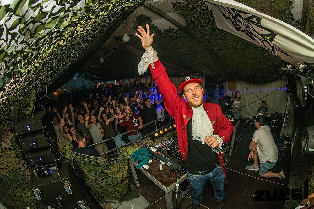 DJ Mozhart auf der Stage