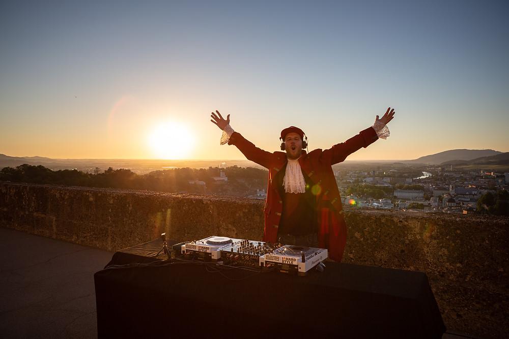 Hardstyle DJ Mozhart auf der Festung Hohensalzburg mit Kammermusik