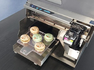 Manual feed allows Eddie to print on larger food items