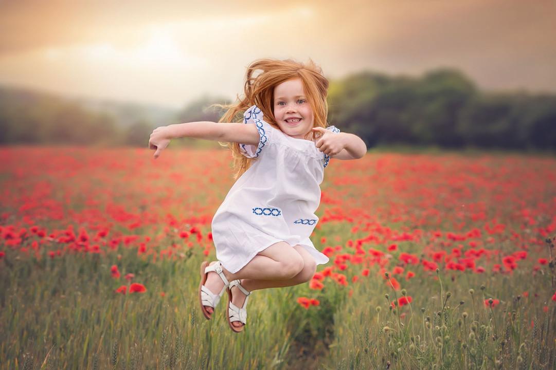 photo-girl-jump-poppyfield.jpg