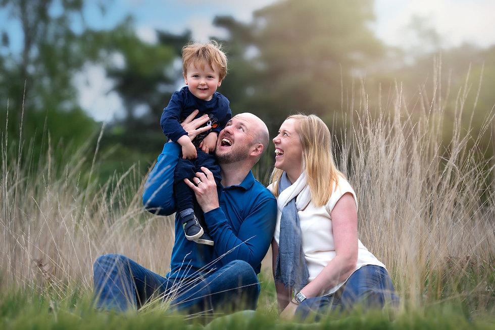 familiy-photoshoot-toddler-field.jpg