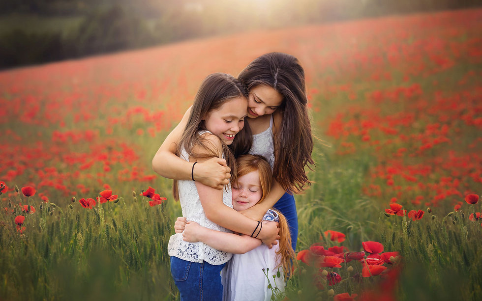 surrey-portrait-photographer-sisters-poppy-field.jpg
